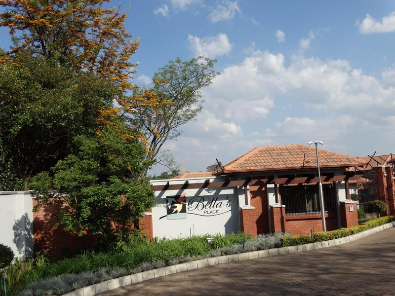 Property For Rent in Sonneglans, Randburg 4