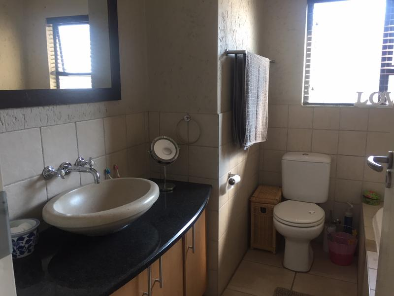 Property For Rent in Craigavon, Sandton 14