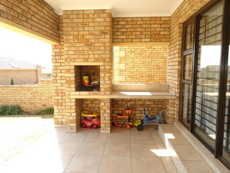 Property For Rent in North Riding, Randburg 4