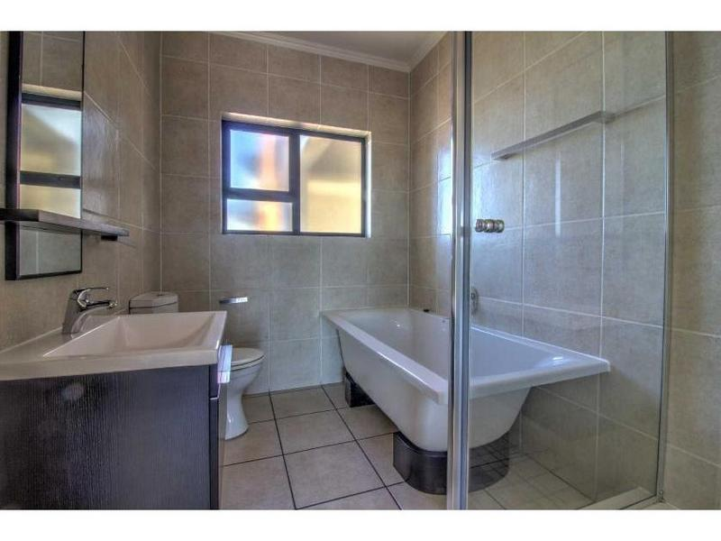 Property For Sale in Greenstone Hill, Edenvale 17