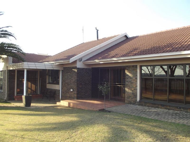 Property For Sale in Aerorand, Middelburg 1