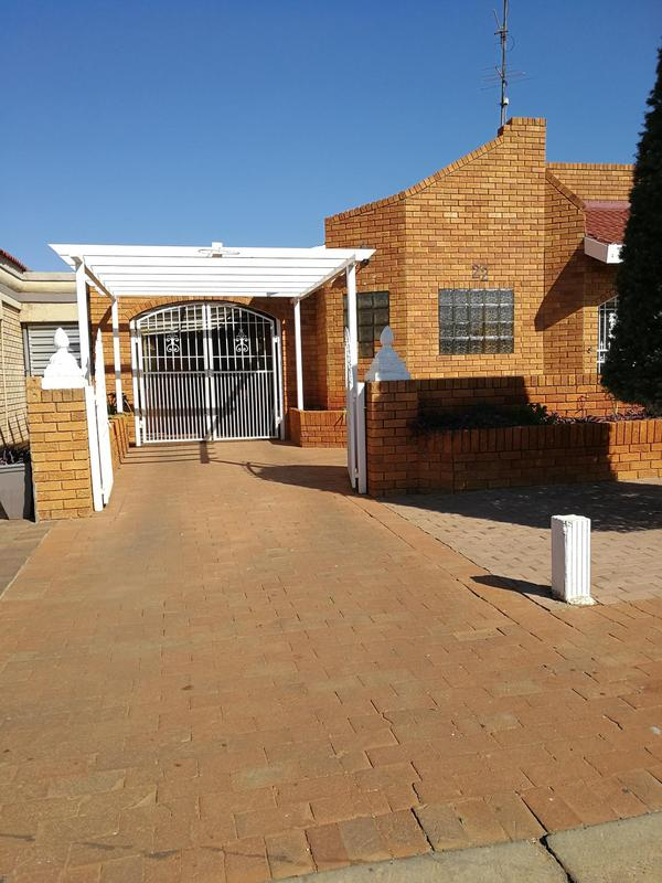 Property For Sale in Lenasia Ext 6, Johannesburg 2