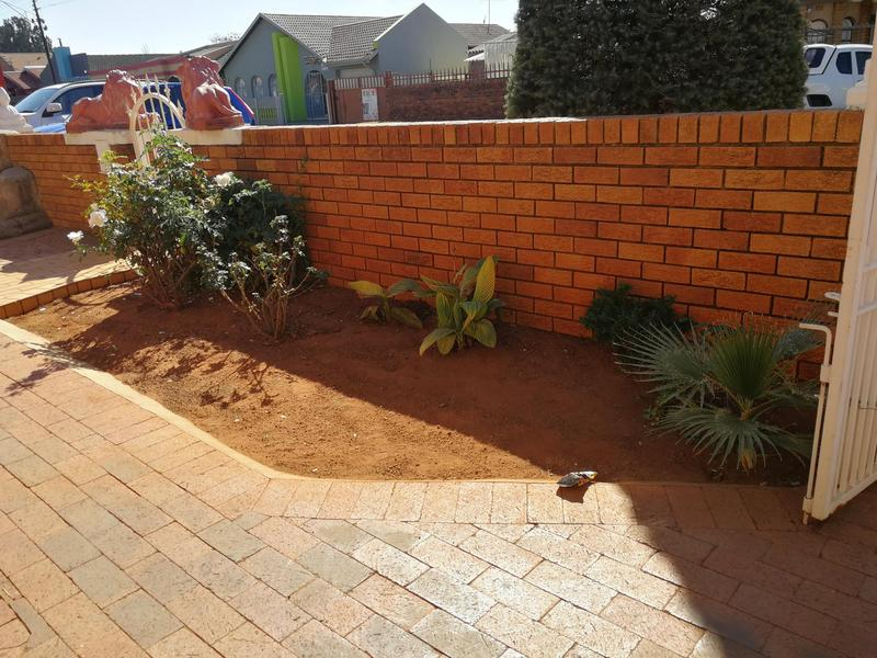 Property For Sale in Lenasia Ext 6, Johannesburg 7
