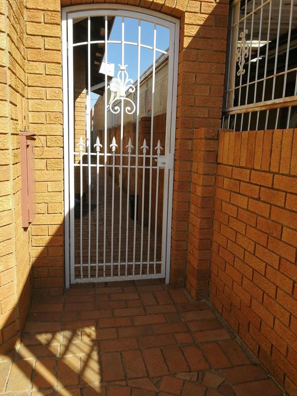 Property For Sale in Lenasia Ext 6, Johannesburg 8