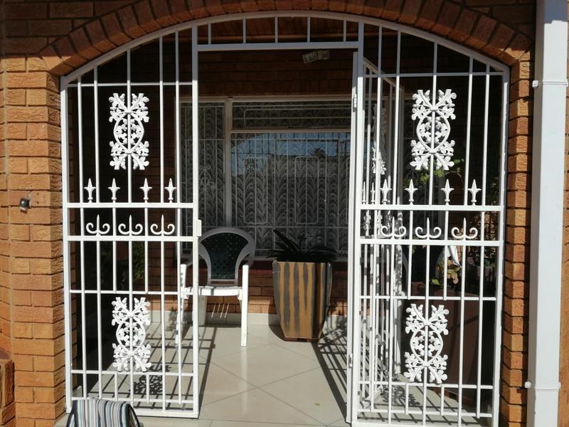 Property For Sale in Lenasia Ext 6, Johannesburg 13