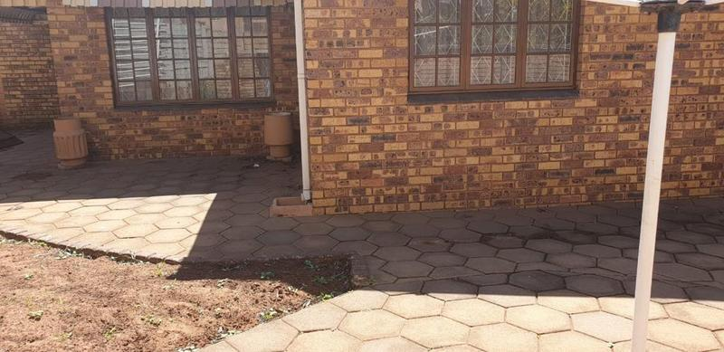 Property For Sale in Montclair, Durban 9