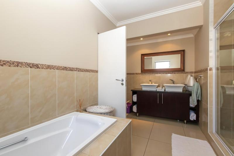 Property For Sale in Greenstone Hill, Edenvale 37