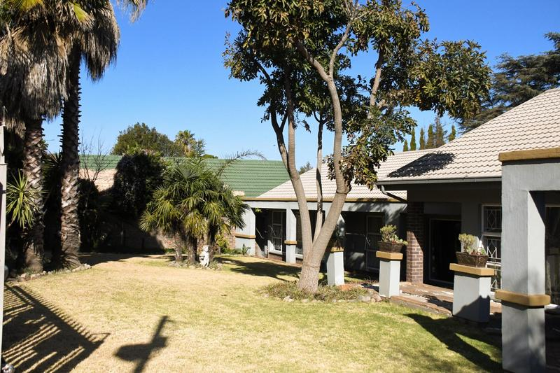 Property For Sale in Constantia Kloof, Roodepoort 1