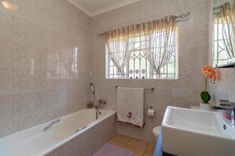 Property For Sale in Johannesburg North, Randburg 9