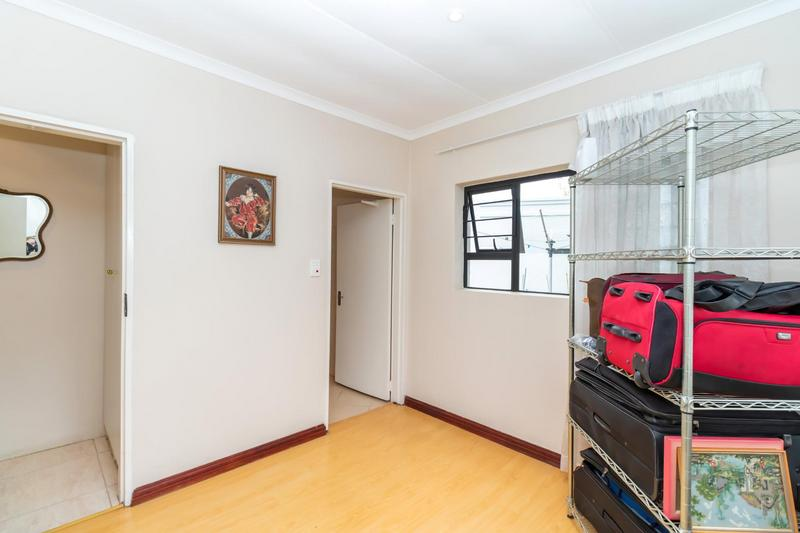 Property For Sale in Paulshof, Sandton 11
