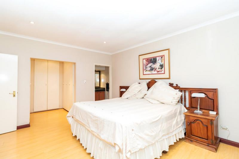 Property For Sale in Paulshof, Sandton 29