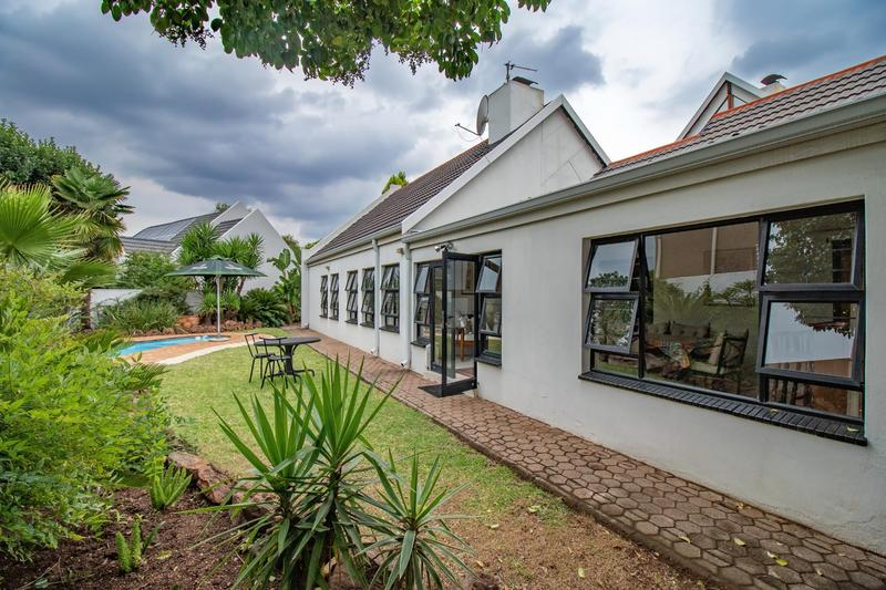 Property For Sale in Paulshof, Sandton 39