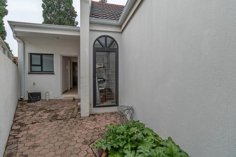 Property For Sale in Paulshof, Sandton 42